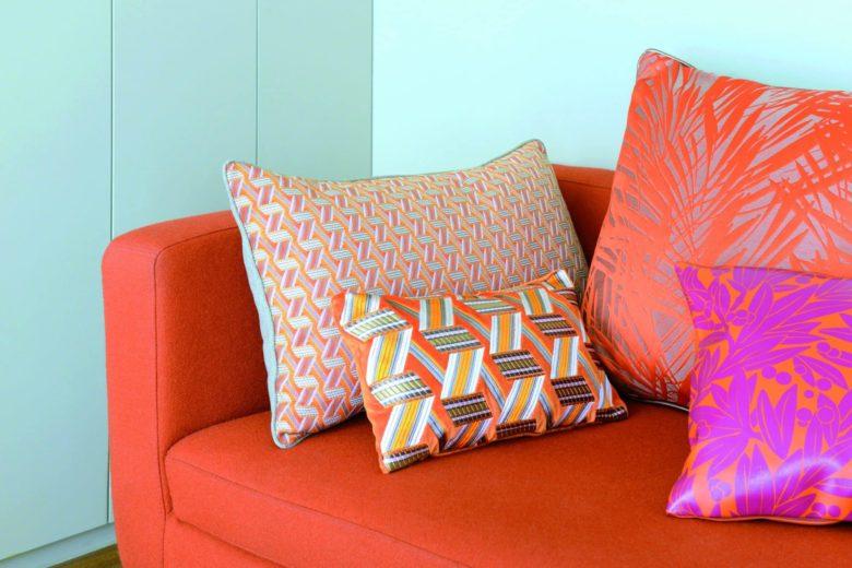 etofea des coussins r alis s dans les tissus d 39 diteur leli vre. Black Bedroom Furniture Sets. Home Design Ideas