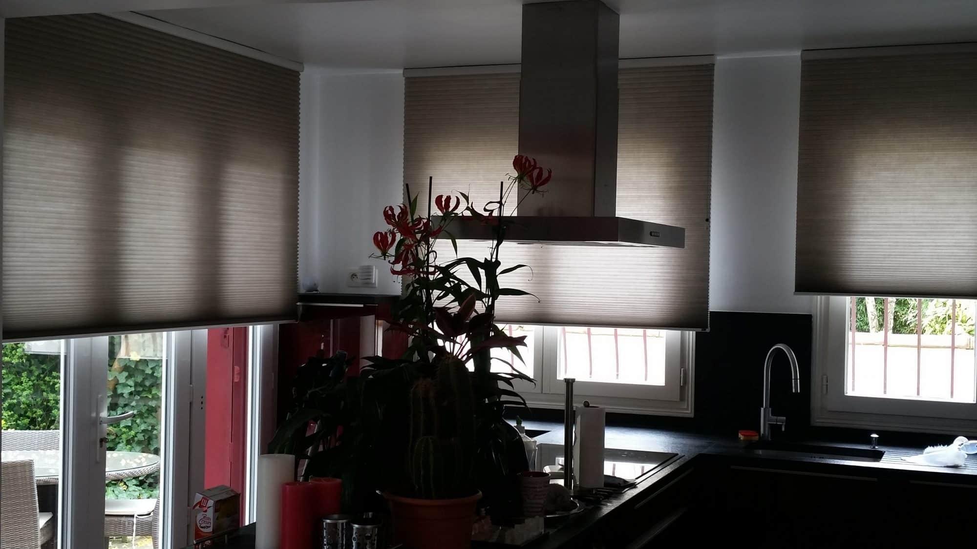comment occulter une fenetre sans volet les volets intrieurs with comment occulter une fenetre. Black Bedroom Furniture Sets. Home Design Ideas