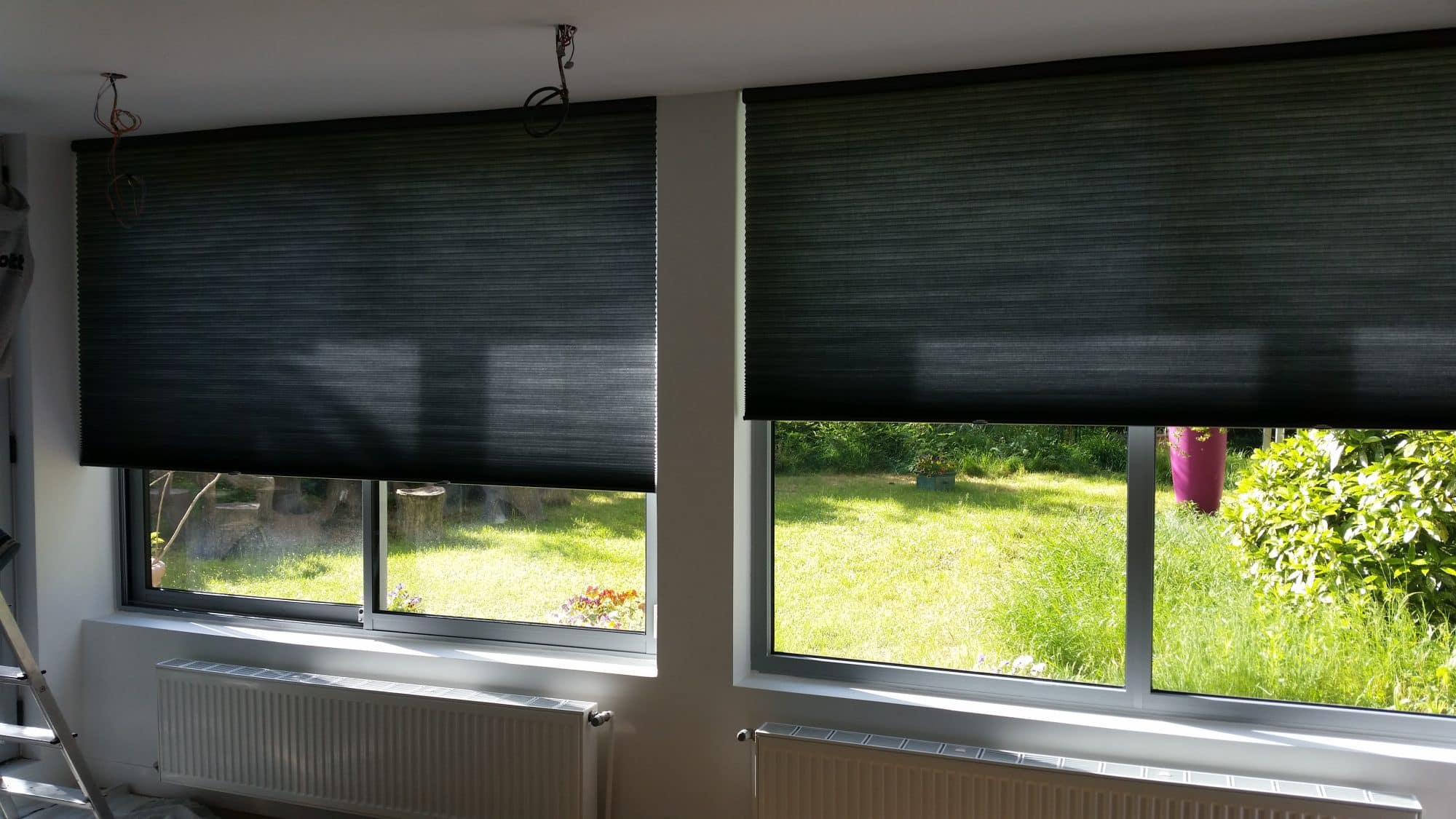 etofea les duettes stores sur mesure opaques dans une chambre. Black Bedroom Furniture Sets. Home Design Ideas