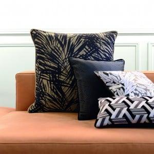 2014-janv-lounge-détail-coussins-noir-300x300