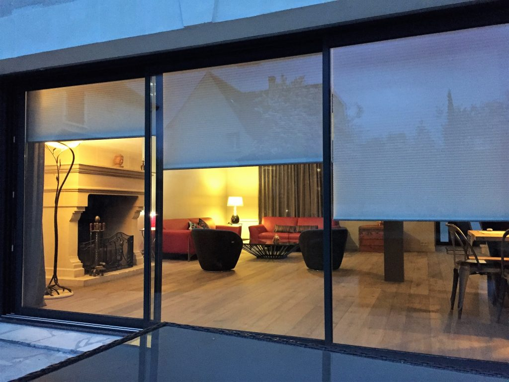 etofea le succ s grandissant des stores d 39 int rieur sur mesure. Black Bedroom Furniture Sets. Home Design Ideas