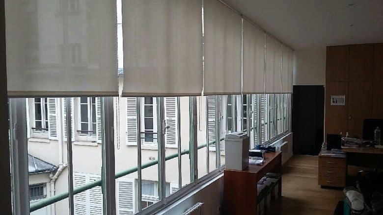 stores enrouleurs sur-mesure bureaux à Paris
