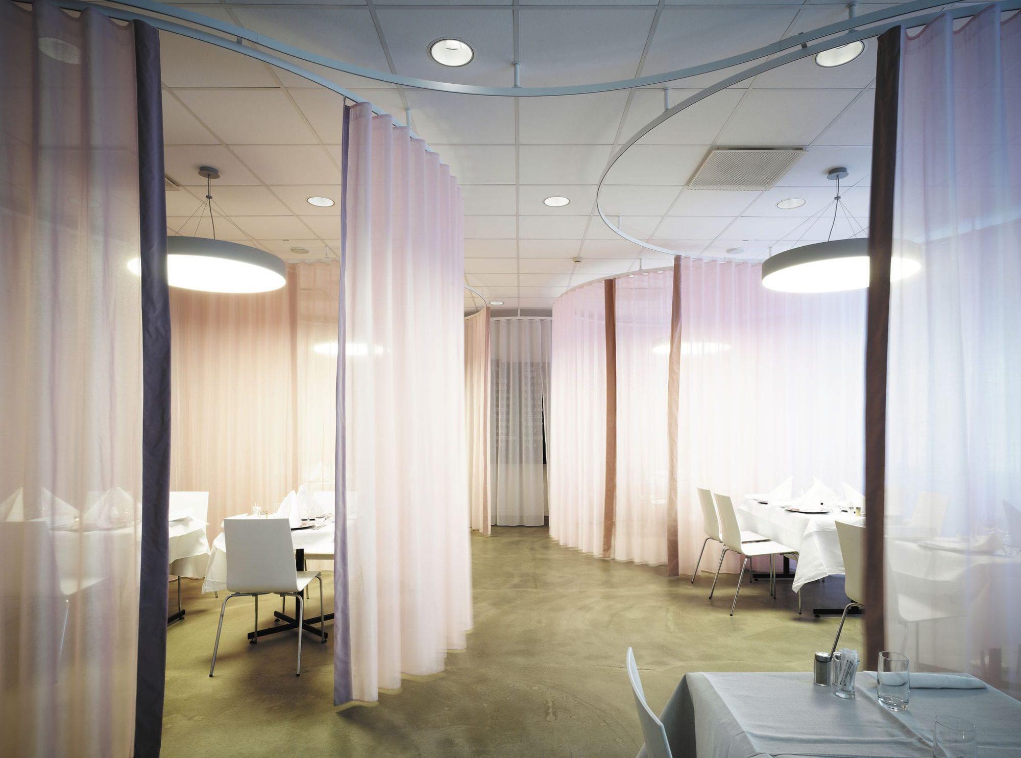 etofea des rails cintr s pour rideaux ou s parations d 39 espaces. Black Bedroom Furniture Sets. Home Design Ideas
